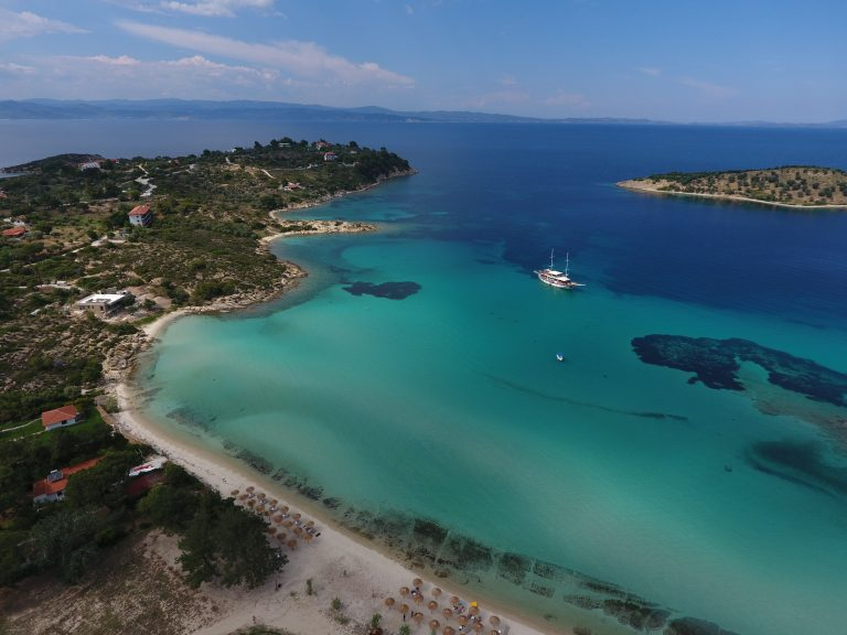 Lagonisi beach Sithonia: The 2 most popular sandy shores